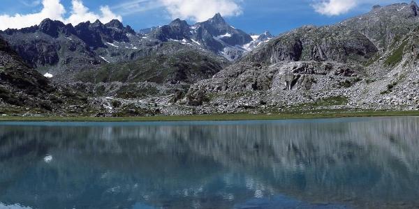 Laghi di Cornisello e panoramica sulla cima Presanella