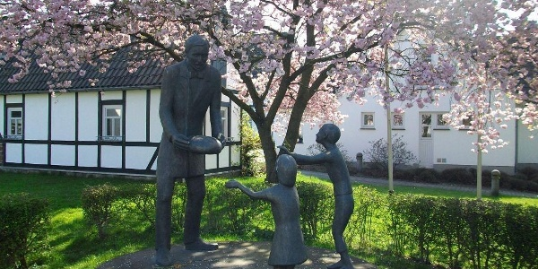 Raiffeisen-Denkmal