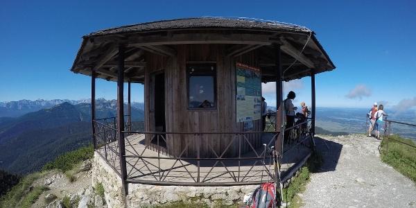 Der Gipfelpavillion auf dem Herzogstand