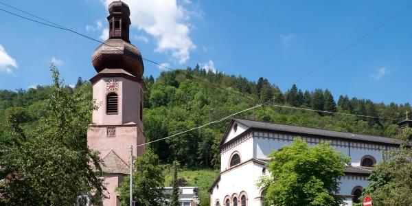 St. Maria-Kirche mit frei stehendem Glockenturm