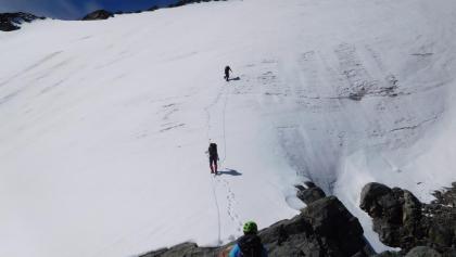 Nach dem Grat, steil über den Gletscher weiter
