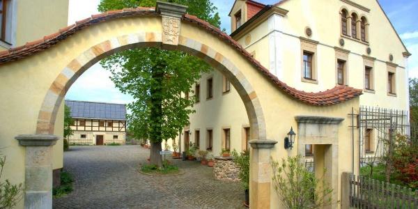 Torbogen Landhotel Gut Wildberg
