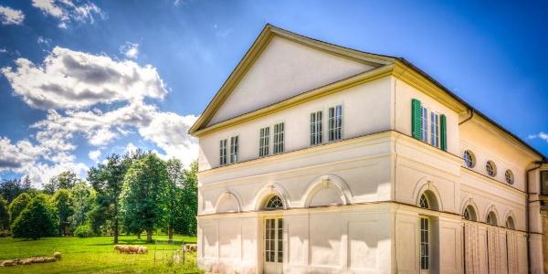 Renovierter Westflügel des Schloss Wilhelmsthal