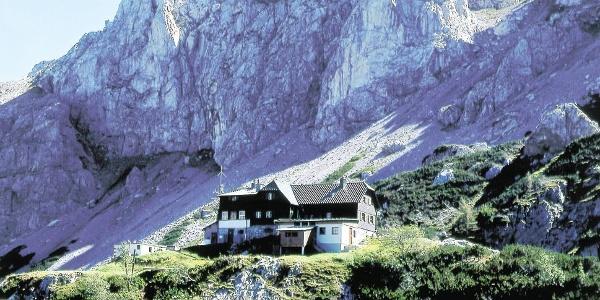 Voisthalerhütte am Fuße der Edelspitzen