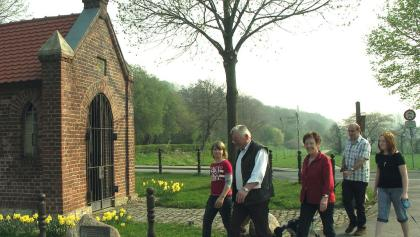 Wandergruppe an der Markuskapelle