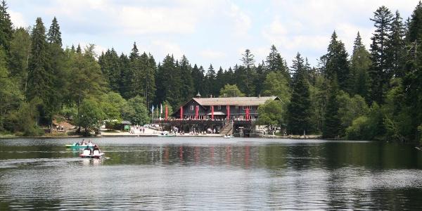 Blick über den Großen Arbersee zum Arberseehaus