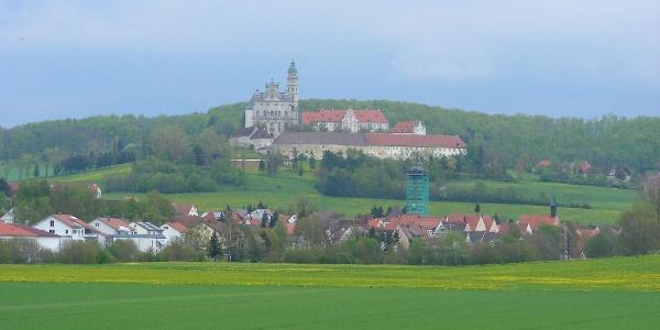 Blick auf Neresheim und das Kloster.