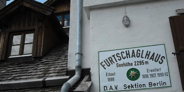 Eine der drei Berliner AV-Hütten am Weg.
