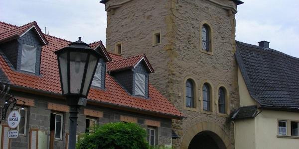 Durch das Untere Tor in Meisenheim verlassen wir die Stadt.