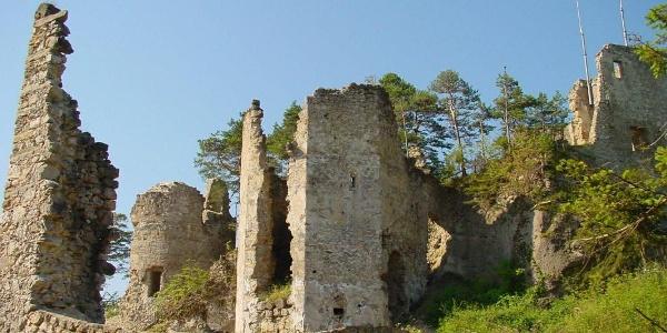 Burg-Ruine Bergfrieden