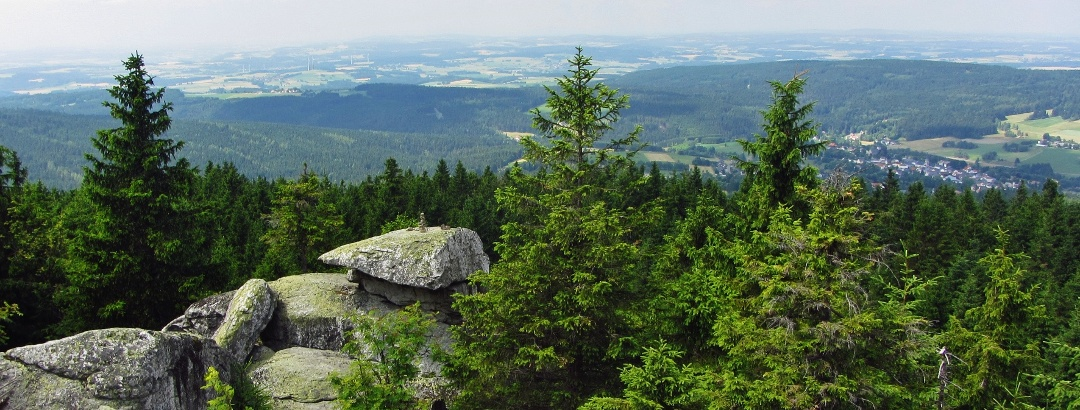 Ausblick vom Wahrzeichenfelsen nach Bischofsgrün