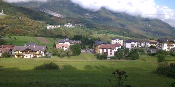 Panorama dai campi sopra Cavedago.