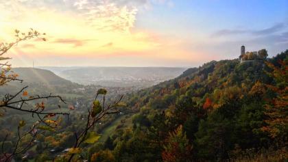 Herbstlicher Blick von der SaaleHorizontale auf den Fuchsturm