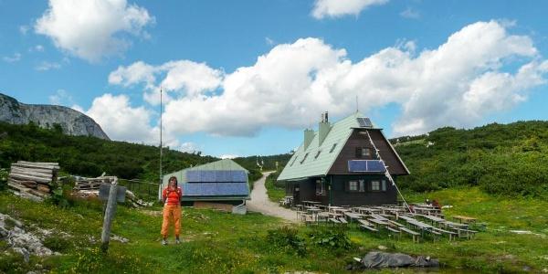 ÖTK Seehütte (vms Höllentaler-Holzknecht-Hütte) Südseite mit Veranda