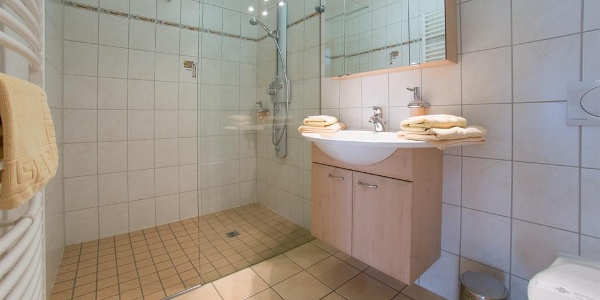 Badezimmer mit Wellness-Dusche