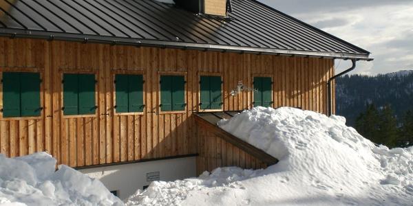 die Hütte ist ab Oktober geschlossen aber der Winterraum zugänglich