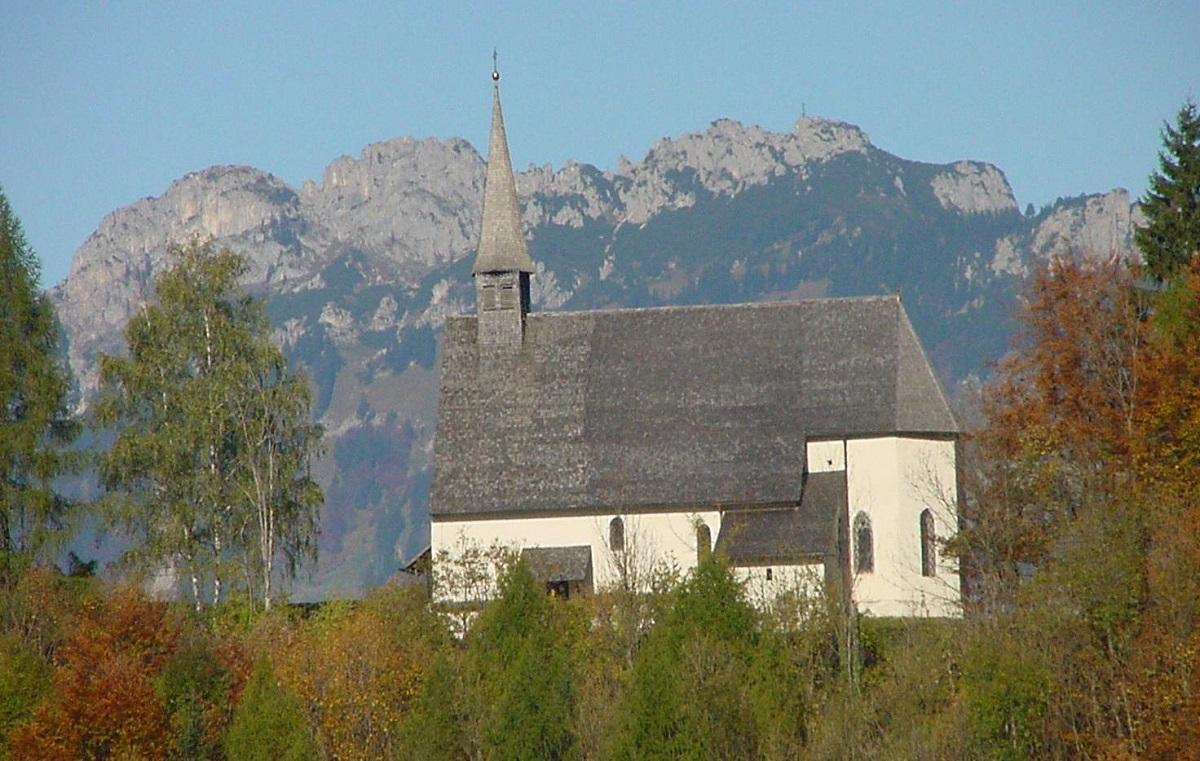 Streichenkirche mit Kampenwand