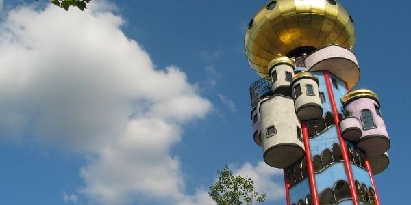 Kuchlbauer-Turm nach Plänen von Friedensreich Hundertwasser in Abensberg