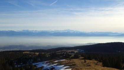 Vue sur le lac et les Alpes depuis le Mont-Tendre