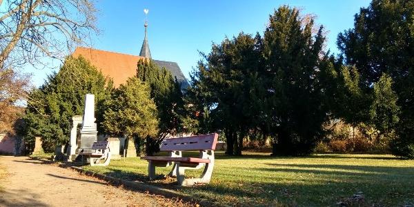 Evangelische Kirche und Friedhof