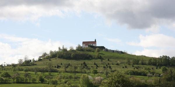 Die Wurmlinger Kapelle vom Ammertal aus gesehen