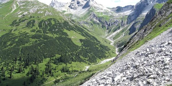 Kaisertal mit Kälberlahnzugjoch, Lechtaler Wetterspitze, Feuerspitze und Vorderseespitze