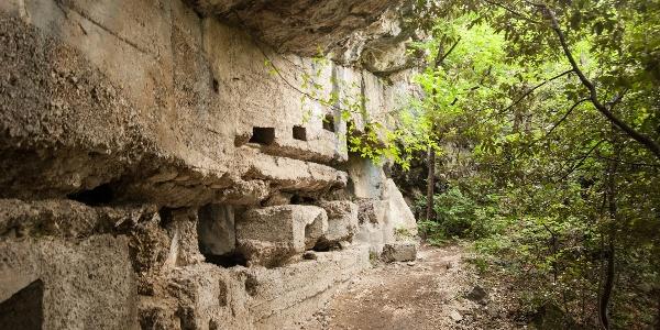 Ruinen des Ersten Weltkrieges auf dem Weg