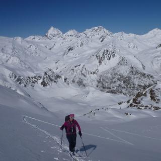 Aufstieg mit Königspitze, Zebru und Ortler im Hintergrund