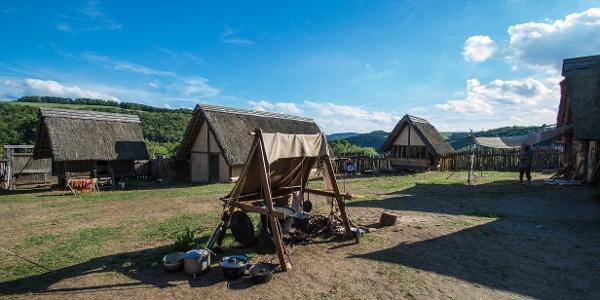 Rekonstruierte Keltensiedlung Altburg