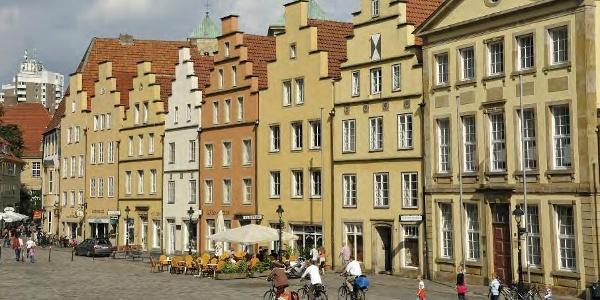 Eine markante Giebelhausreihe prägt den Marktplatz Osnabrück
