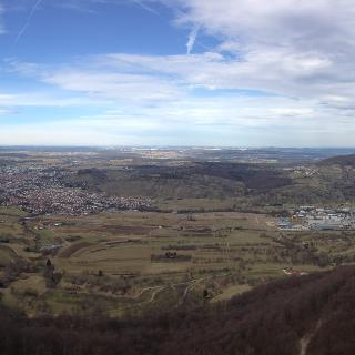 Sicht vom Rossfeld auf Neuhausen und Dettingen an der Erms (Rechts ob im Hintergrund der Jusi + Hörnle)