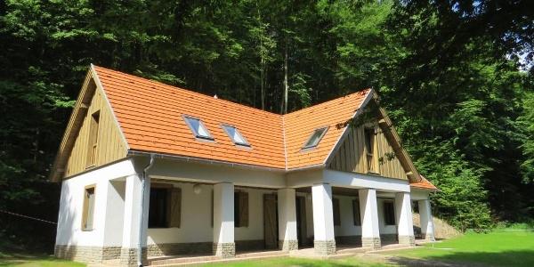 A kisirtáspusztai hegyi menedékház