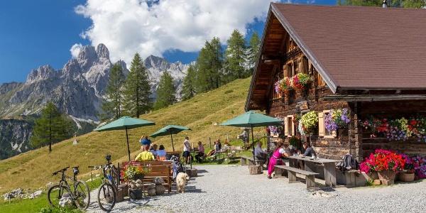 Die Wallehenhütte auf der Sulzenalm