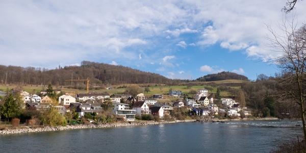 Blick von Neuhausen über Flurlingen zum Cholfirst