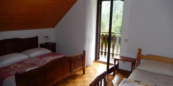 Soba z balkonom