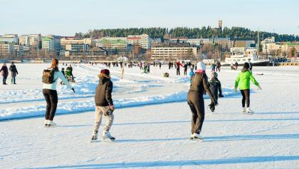 Jyväsjärvi skating (photo Terhi Pekkarinen)