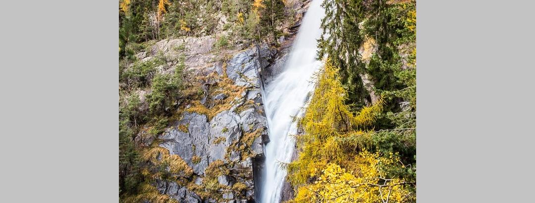"""Der """"Untere Wasserfall"""", den wir auf unserer Rundwanderung als ersten erreichen, ist mit einer Fallhöhe von 85 Metern auch gleich der höchste der insgesamt acht Kaskaden des Ganderbaches"""