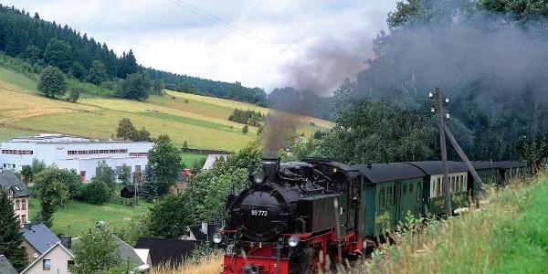 Fichtelbergbahn kurz vor dem Bahnhof Neudorf