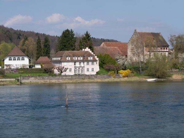 Das Landgut Bibermühle vom Rhein aus gesehen