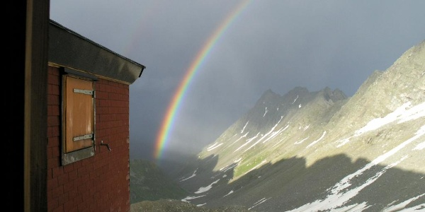 Regenbogen bei der Hütte
