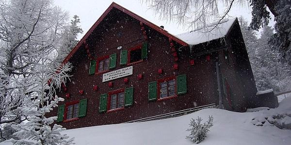 Adolf Kögler Schutzhütte nahe der Zahnradbahn-Station Baumgartner