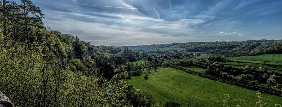 Blick auf Rudelsburg und Burg Saaleck