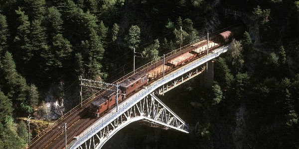 Tiefblick zum Bietschtal-Viadukt