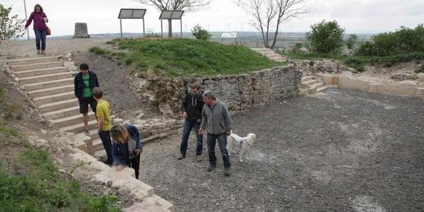 Ausgrabungsstätte der Krypta-Ruinen auf dem Petersberg