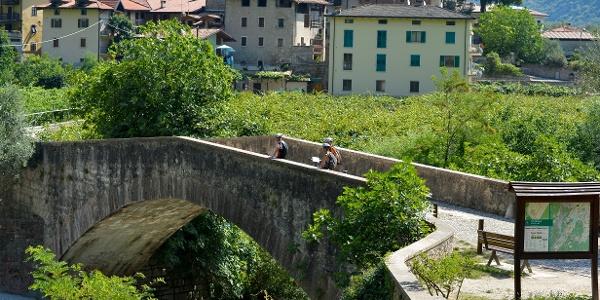 die römische Brücke in Ceniga