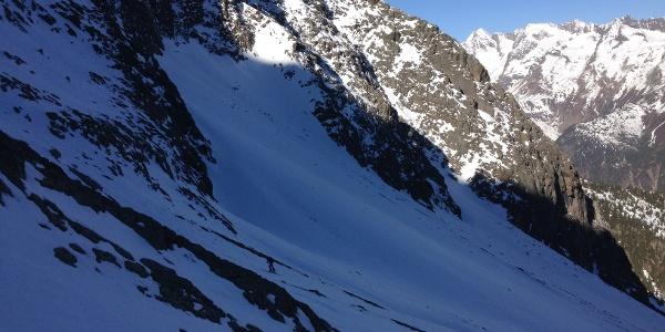 Steile Hänge werden Richtung Mischbachgrube gequert