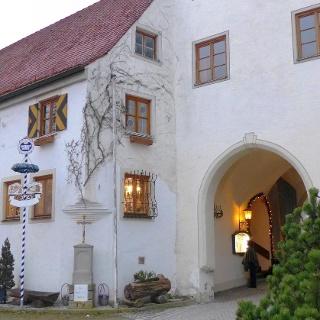 Burggaststätte und Zugangstor Mindelburg