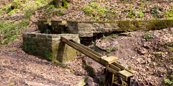 Höhlenbrunnen