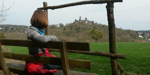 Traumhafter Blick auf die imposante Silhouette des Schloss Braunfels