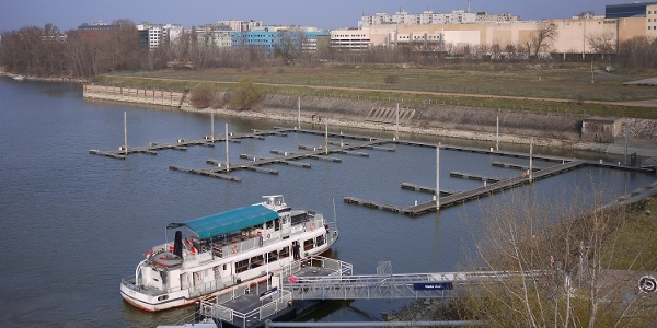 A meder utcai BKV- és kishajó kikötő